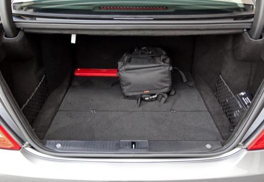 MERCEDES-BENZ Klasa S sedan silver grey przestrzeń załadunkowa
