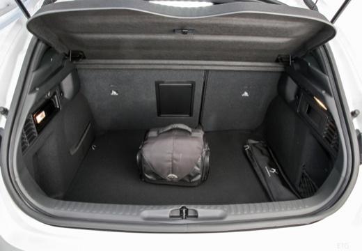 CITROEN DS4 hatchback przestrzeń załadunkowa
