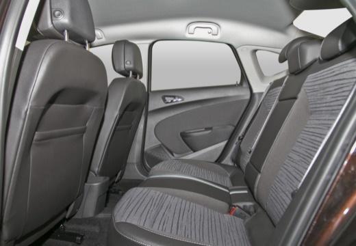OPEL Astra IV sedan czarny wnętrze