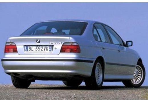 BMW Seria 5 E39 sedan silver grey tylny prawy