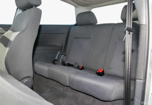 VOLKSWAGEN Polo IV I hatchback wnętrze