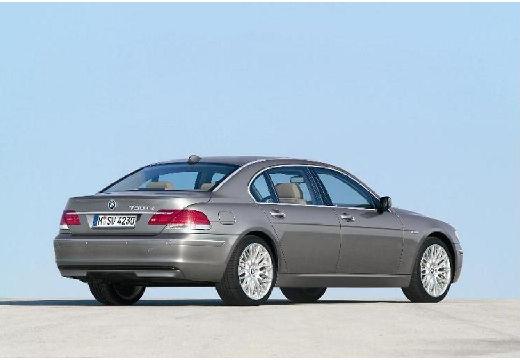 BMW Seria 7 sedan silver grey tylny prawy