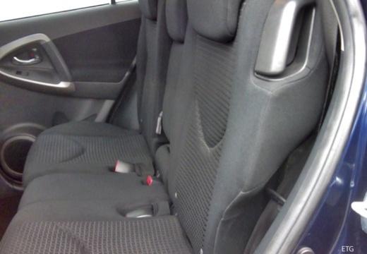 Toyota RAV4 IV kombi wnętrze
