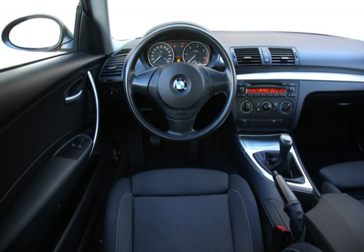 bmw 120i hatchback e81 2 0 170km 2009. Black Bedroom Furniture Sets. Home Design Ideas