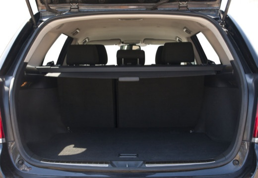 Toyota Avensis IV kombi czarny przestrzeń załadunkowa