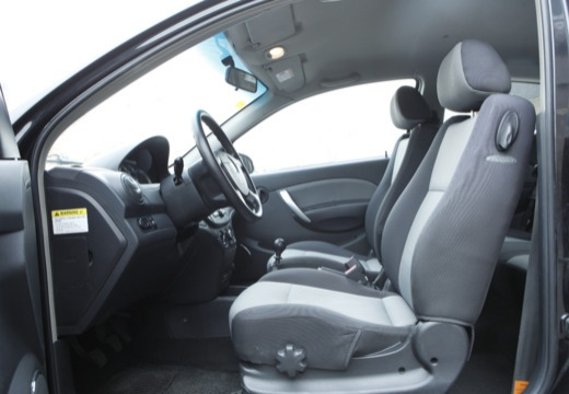 CHEVROLET Aveo II hatchback czarny wnętrze