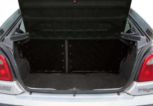 RENAULT Megane III hatchback przestrzeń załadunkowa