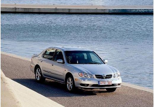 NISSAN Maxima QX II sedan silver grey przedni prawy