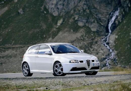 ALFA ROMEO 147 I hatchback biały przedni prawy