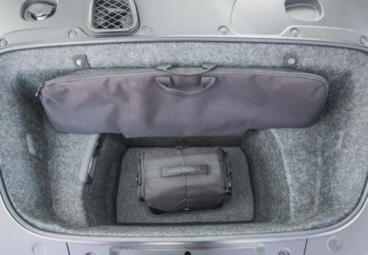 AUDI R8 Spyder II roadster biały przestrzeń załadunkowa