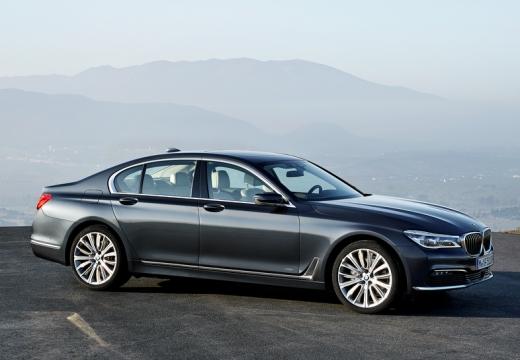 BMW Seria 7 sedan szary ciemny boczny prawy