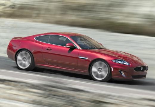 JAGUAR XK II coupe czerwony jasny przedni prawy