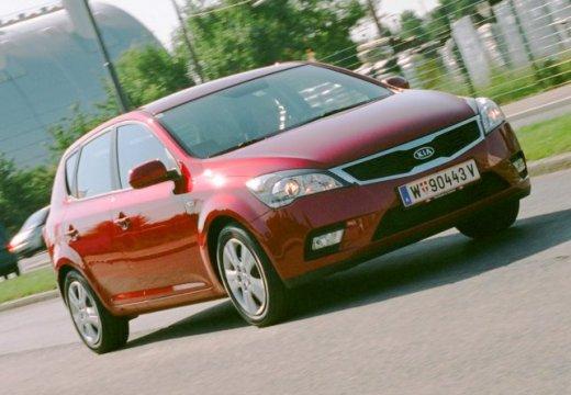 KIA Ceed II hatchback czerwony jasny przedni prawy