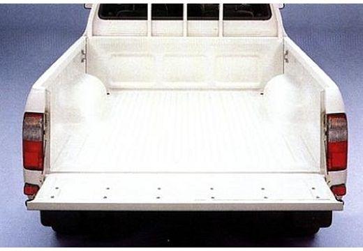 Toyota HiLux I pickup biały przestrzeń załadunkowa