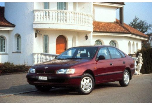 Toyota Carina hatchback przedni lewy