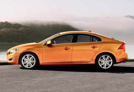 VOLVO S60 IV sedan pomarańczowy boczny lewy