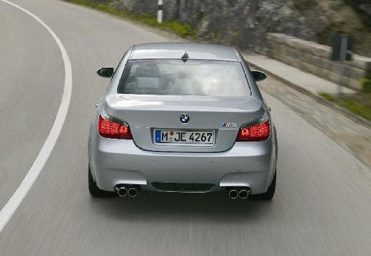 BMW Seria 5 E60 I sedan silver grey tylny
