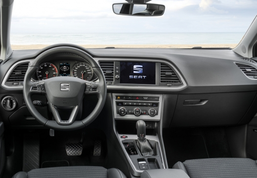 SEAT Leon hatchback niebieski jasny tablica rozdzielcza
