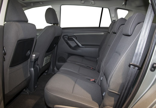 Toyota Verso II kombi mpv szary ciemny wnętrze