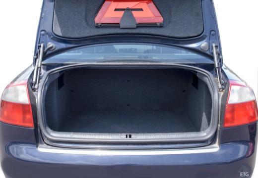 AUDI A4 8E I sedan przestrzeń załadunkowa