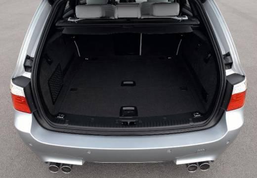 BMW Seria 5 Touring E61 II kombi silver grey przestrzeń załadunkowa