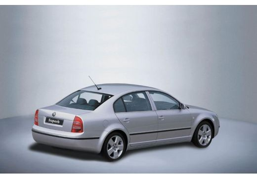 SKODA Superb II sedan silver grey tylny prawy