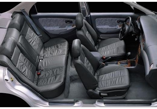 KIA Clarus II sedan wnętrze