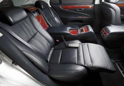 LEXUS LS I sedan wnętrze