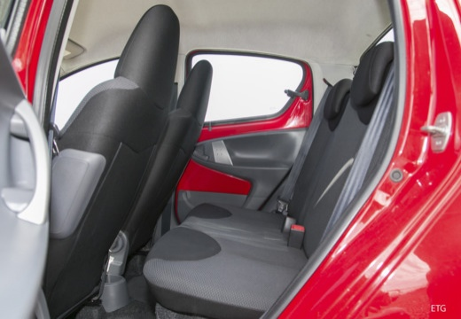 Toyota Aygo I hatchback wnętrze