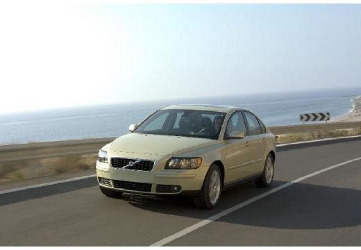 VOLVO S40 IV sedan żółty przedni lewy