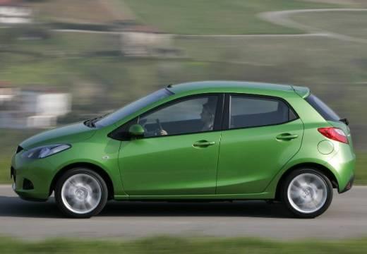 MAZDA 2 II hatchback zielony boczny lewy