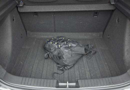 CHEVROLET Cruze I hatchback szary ciemny przestrzeń załadunkowa