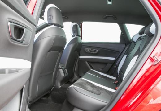 SEAT Leon ST I kombi czerwony jasny wnętrze