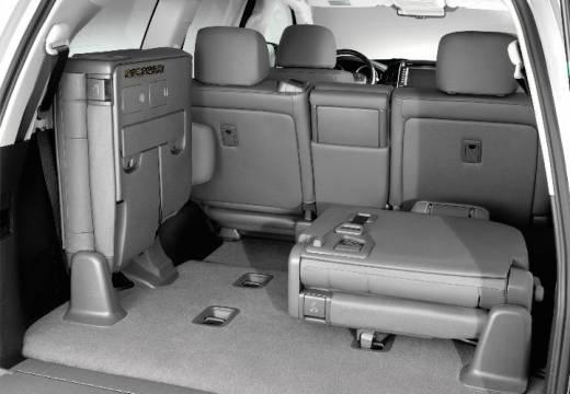 Toyota Land Cruiser V8 I kombi silver grey przestrzeń załadunkowa