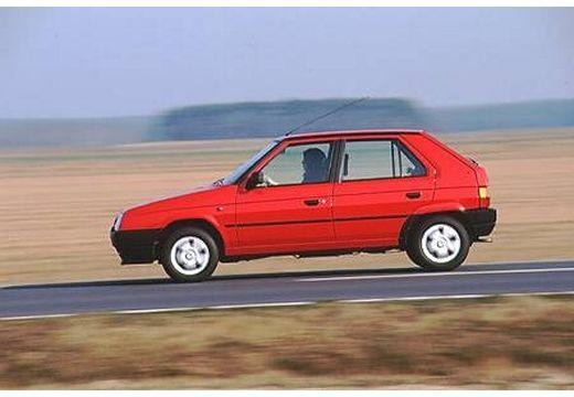 SKODA Favorit hatchback czerwony jasny boczny lewy