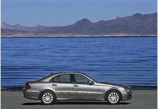 MERCEDES-BENZ Klasa E W 211 II sedan silver grey boczny prawy