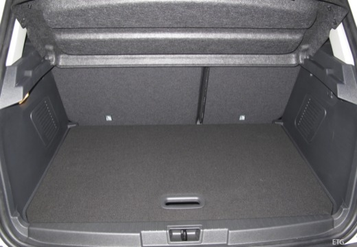 Toyota Prius hatchback przestrzeń załadunkowa