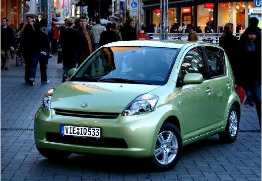 DAIHATSU Sirion hatchback zielony jasny przedni lewy
