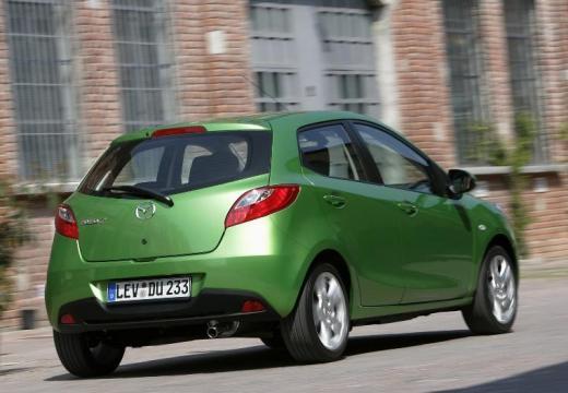 MAZDA 2 II hatchback zielony tylny prawy