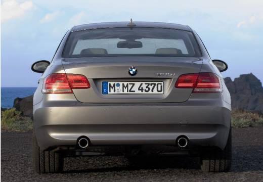 BMW Seria 3 coupe silver grey tylny