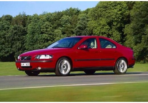 VOLVO S60 I sedan czerwony jasny przedni lewy