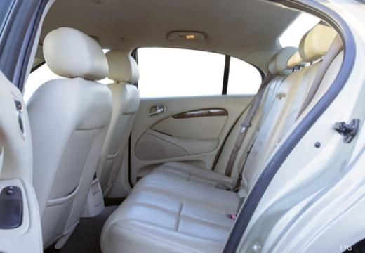 JAGUAR S-Type III sedan wnętrze
