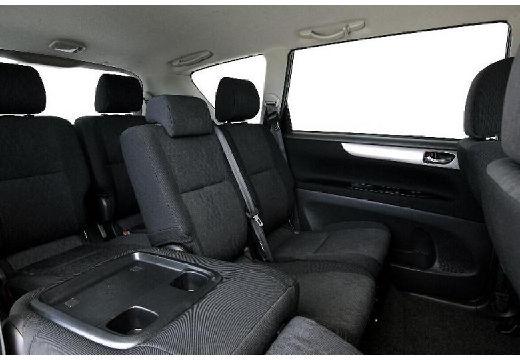 Toyota Avensis Verso II van wnętrze