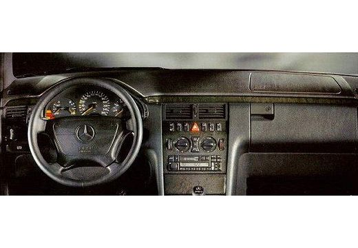 MERCEDES-BENZ E 240 T Avantgarde Kombi S 210 I 2.4 170KM (benzyna)