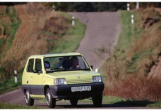 SEAT Marbella hatchback żółty przedni prawy