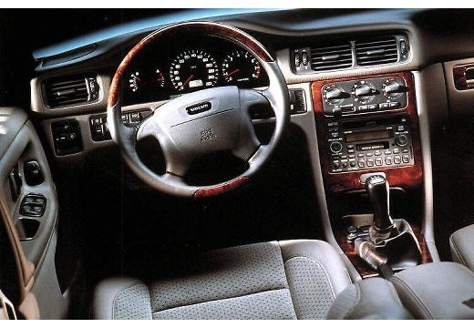 VOLVO S70 Sedan