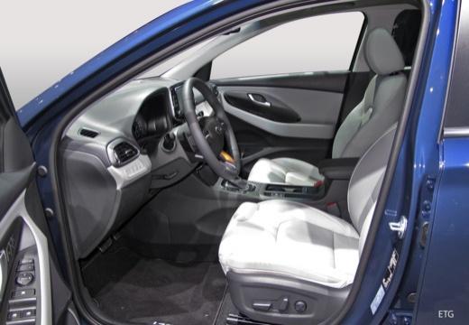HYUNDAI i30 V hatchback wnętrze
