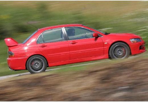 MITSUBISHI Lancer V sedan czerwony jasny boczny prawy