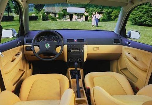 SKODA Fabia II hatchback wnętrze