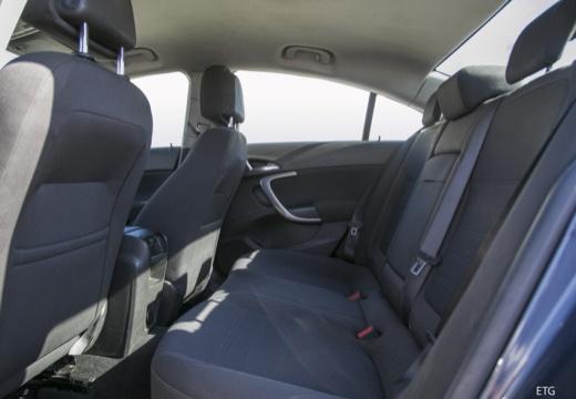 OPEL Insignia I sedan wnętrze